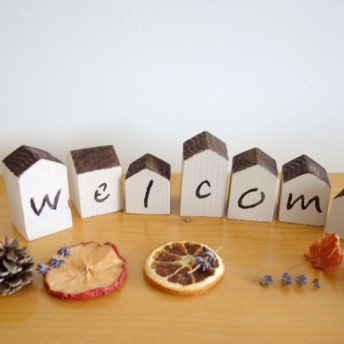 天然木の家型オブジェ<WELCOME>