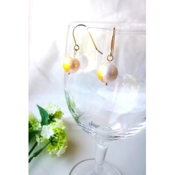 本真珠と金箔のピアス 送料無料(地域による)