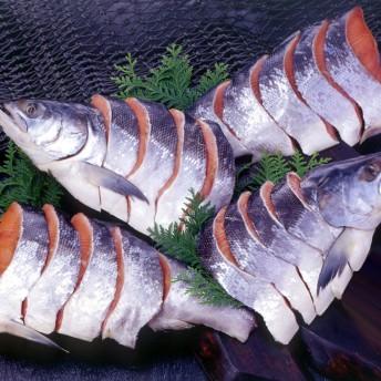 大手百貨店も扱う「新巻鮭姿切身と醤油いくらセット」