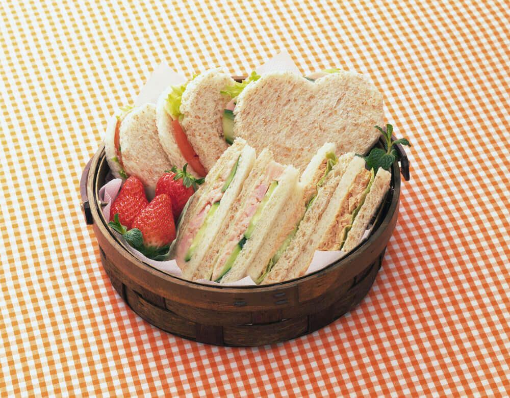 ハート形のサンドイッチ