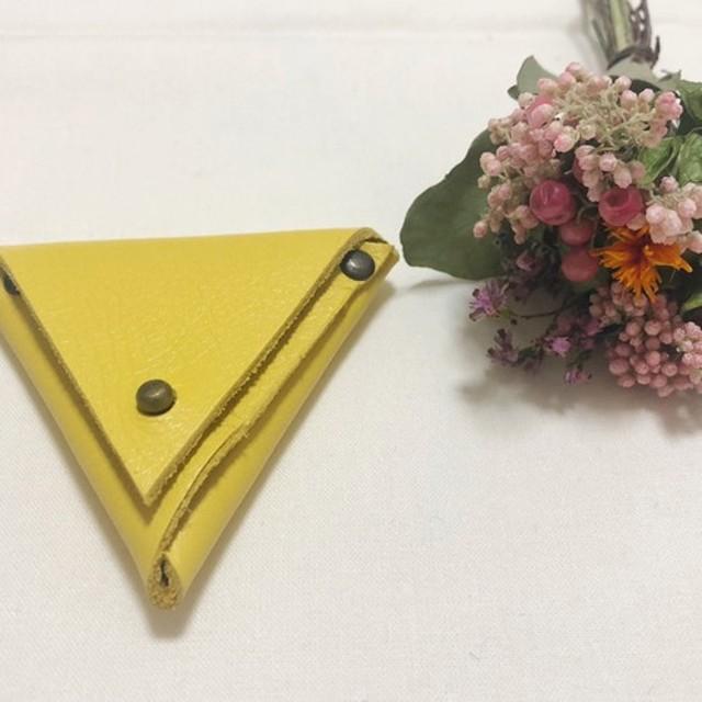 コロンとしたレザー三角ケース