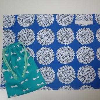 リバーシブルランチマット☆巾着袋付き☆サークルフラワー風ブルー×リボンターコイズ
