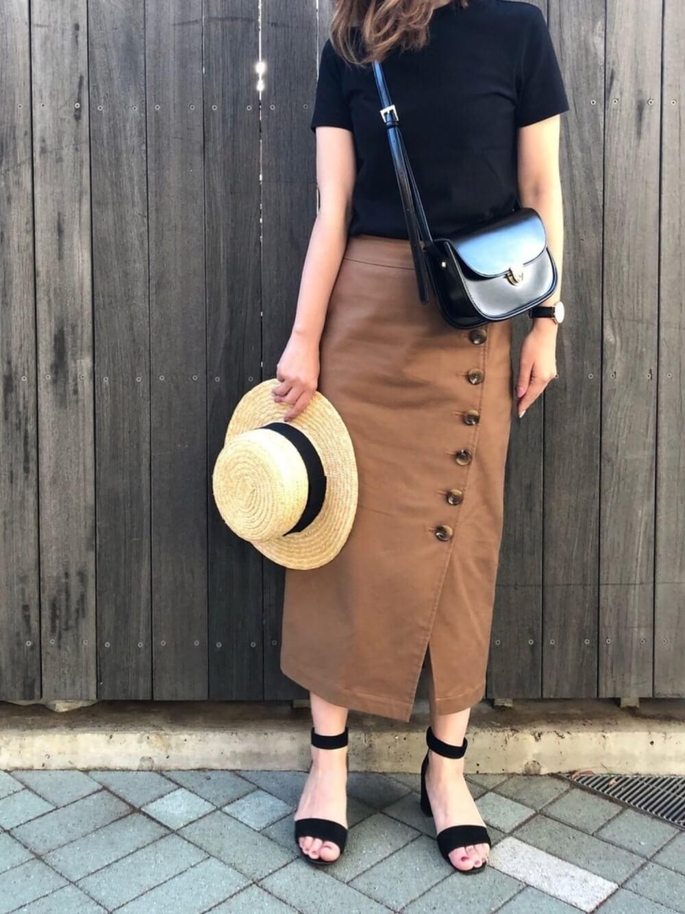 ボタンデザインのロングタイトスカート