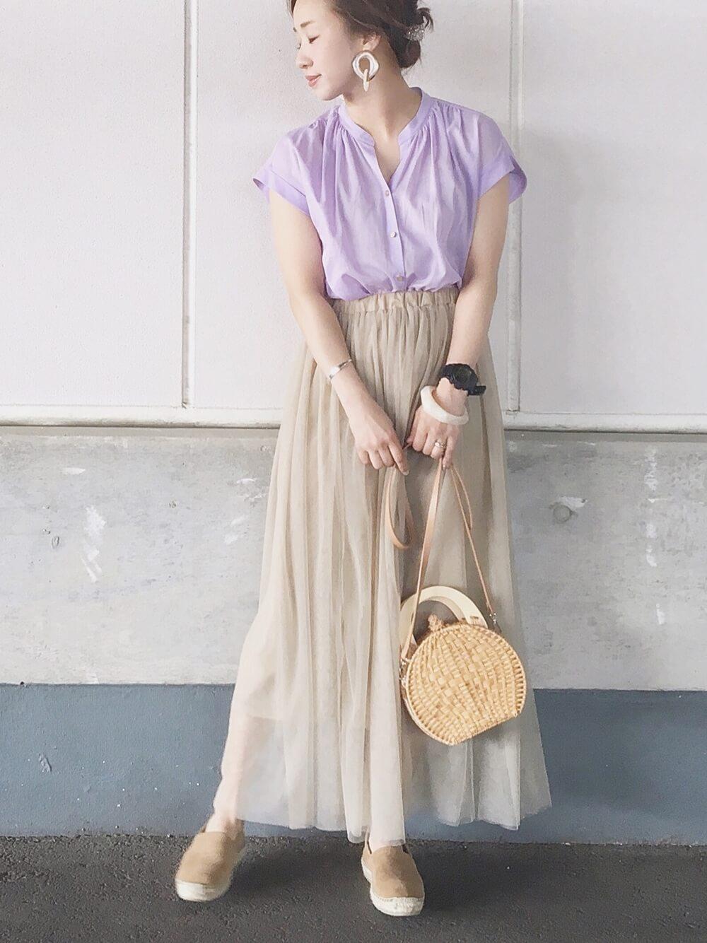 透け感のあるギャザースカート