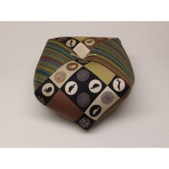 手作りあぐら座布団 おじゃみ(お手玉)の形をした可愛らしい座布団。 正座やあぐらで楽に座れます。上質な木綿わた使用し丁寧にお仕立てます。 g850 うさぎとかめ×横縞