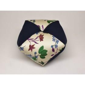 手作りあぐら座布団 おじゃみ(お手玉)の形をした可愛らしい座布団。 正座やあぐらで楽に座れます。上質な木綿わた使用し丁寧にお仕立てます。 g850 アレサグリーン×無地コン