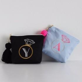 【ポーチ】A Zまで!イニシャルオーダー刺繍ポーチ通販青黒タッセル付き プレゼントに【無料ラッピング】 jewelS