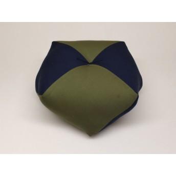 手作りあぐら座布団 おじゃみ(お手玉)の形をした可愛らしい座布団。 正座やあぐらで楽に座れます。上質な木綿わた使用し丁寧にお仕立てます。 g850 無地グリーン×無地コン