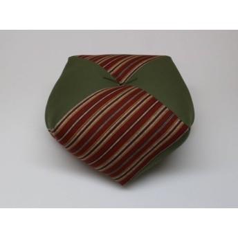 手作りあぐら座布団 おじゃみ(お手玉)の形をした可愛らしい座布団。 正座やあぐらで楽に座れます。上質な木綿わた使用し丁寧にお仕立てます。 g850 縦縞エンジ×無地グリーン
