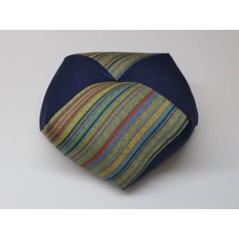 手作りあぐら座布団 おじゃみ(お手玉)の形をした可愛らしい座布団。 正座やあぐらで楽に座れます。上質な木綿わた使用し丁寧にお仕立てます。 g850 京紬×無地コン