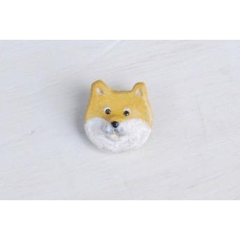 柴犬の陶土ブローチ