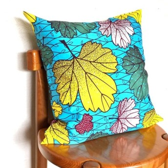 アフリカ布 クッションカバー ブルー白イエロー/グリーン ボタニカルリーフ柄 葉っぱ 秋色 秋柄 インテリア