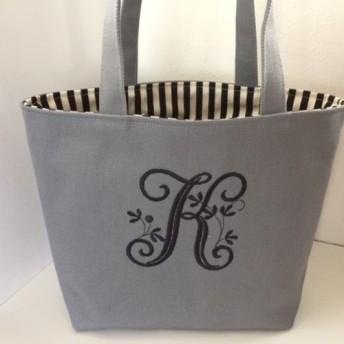 選べるヴィンテージイニシャル刺繍の帆布のトートバッグ グレー