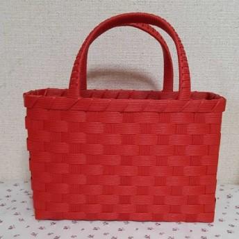 赤いかごバッグ