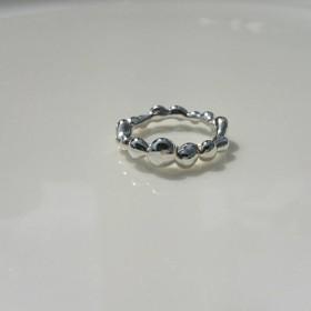 銀の泡のリング