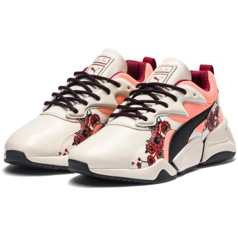 【プーマ公式通販】 プーマ PUMA x SUE TSAI NOVA 'CHERRY BOMBS' WOMEN'S ウィメンズ Powder Puff-Puma Black |SHOES|PUMA.com