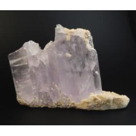 クンツァイト/珍しい母岩付き原石置物【訳あり】 'オーラを10倍輝かせる石'  kun120