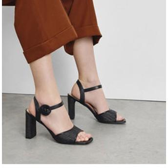 【CHARLES & KEITH:シューズ】オーバーサイズバックル ヒールサンダル / Oversized Buckle Heeled Sandals