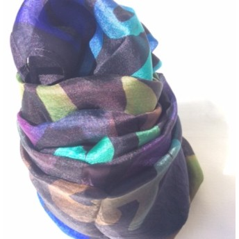 「ろうけつ染め シルク100%スカーフ」カラー:ブラック