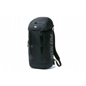 【ニューエラ公式】 ラックサック 28L プリントロゴ ブラック × ブラック メンズ レディース ワンサイズ バックパック 11901493 NEW ERA リュック