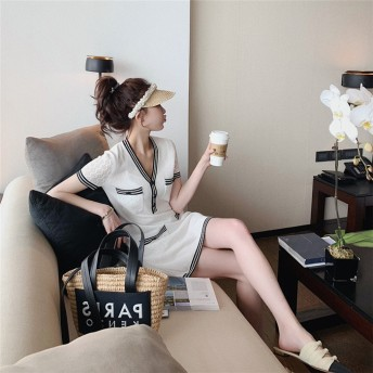 大人の魅力 上品 女性らしい 夏 女の子ファッション ワンビース ゆったりする スリムフィット フレンチ カジュアル 新作 気高い エレガント セクシー Vネック 百掛け 中・長セクション