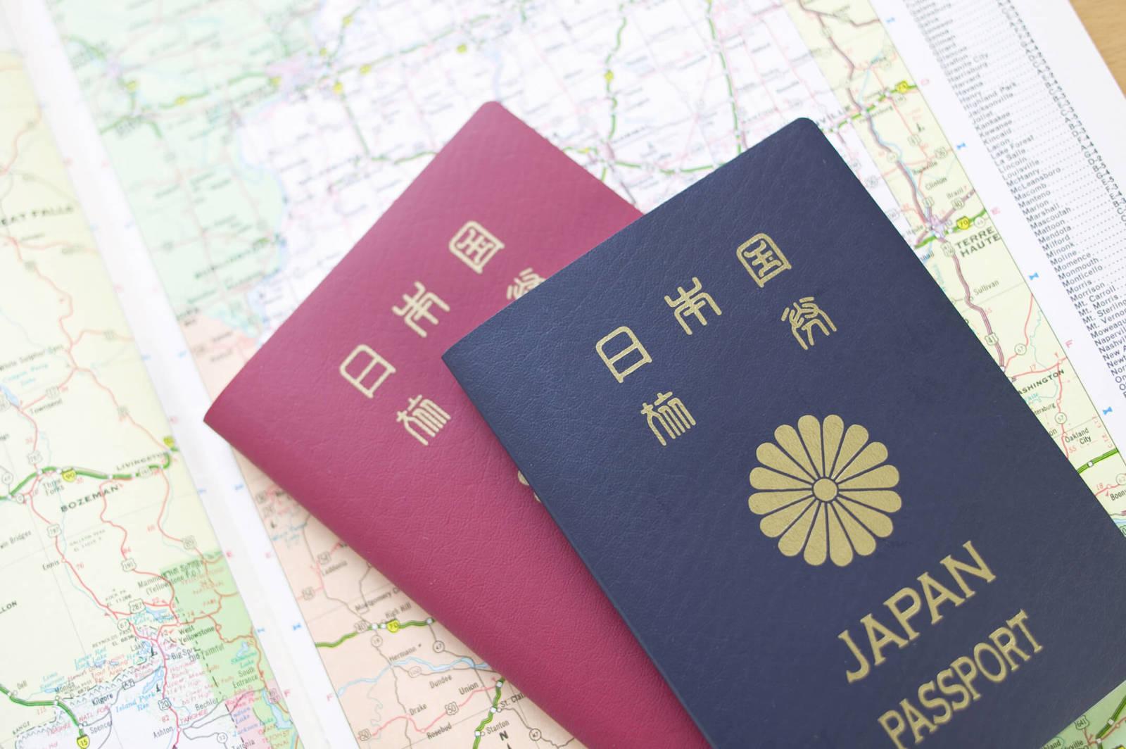 地図と2冊のパスポート