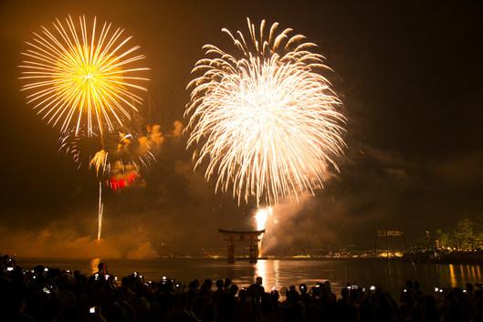 宮島の花火大会