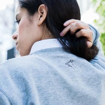 受注生産)影絵遊びの刺繍スウェット (刺繍1箇所) 犬 tenonaka 刺繍