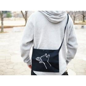 受注生産)影絵遊びの刺繍サコッシュ ショルダーバッグ(刺繍大) 犬 tenonaka 刺繍