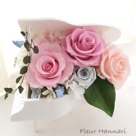 ピアノから咲きこぼれそうなバラのアレンジ 白いピアノver.3ピアノの発表会 誕生日プレゼント、結婚祝いにも♪