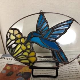 ハチドリ ハミングバード ステンドグラス オーナメント(ガラス細工 壁掛け 飾り 小鳥 ブルーイエローフェルメールカラー