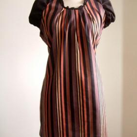 スタンドカラーのカラフルなストライプロングドレス