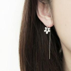 925純銀製の夏の真珠の花のイヤリングのペア