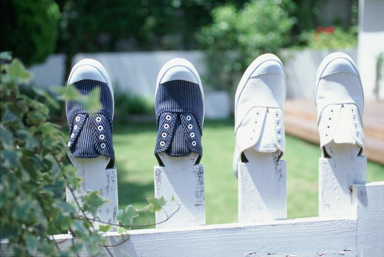 洗って乾かしている靴