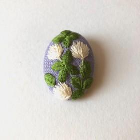 シロツメクサ 刺繍ブローチ ライラック