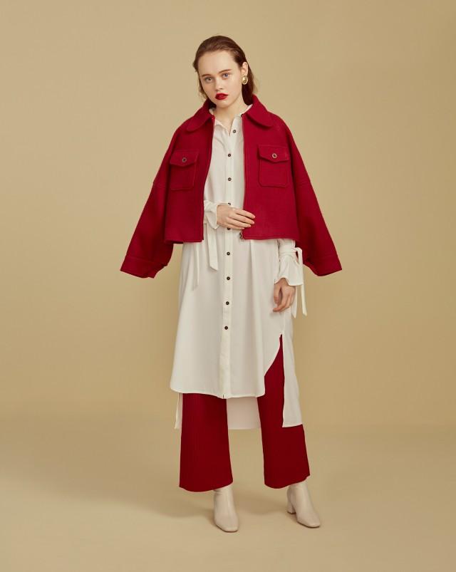 此款顏色名稱以官網為主/微短版大衣更修身 / 多口袋設計 / 偏長微蓬時髦寬鬆袖 / 圓弧造型翻領 / 舒適內裡 / 換季必備