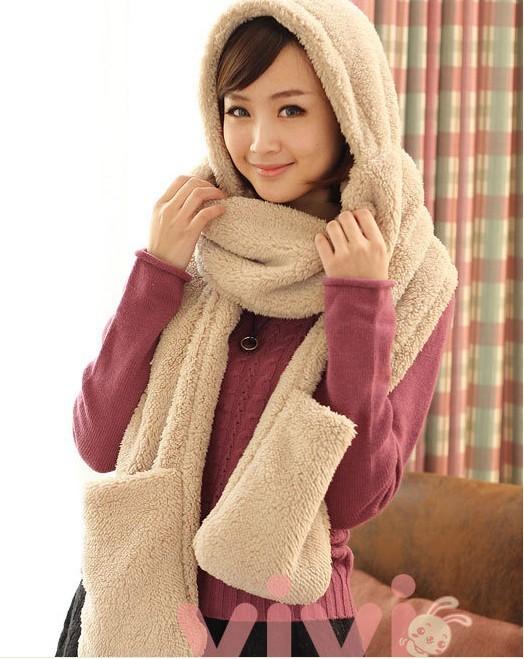 韓版保暖多功能圍巾,聰明貼心的設計,將圍巾、帽子、手套結合一體,顏色繽紛甜美,讓你頭、手、脖子同時暖呼呼!柔軟如雲般的溫柔觸感,真的好舒服,超可愛搭配,設計感十足,更是冬天時尚的百搭品,出門不必再多件