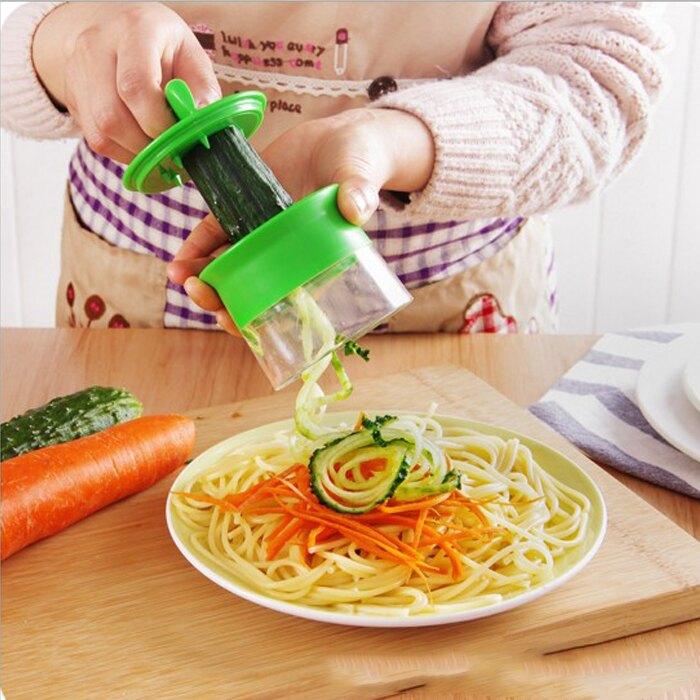 糖衣子輕鬆購【DZ0198】廚房多功能刨絲器螺旋削絲器旋轉黃瓜削皮胡蘿蔔切絲器刨刀