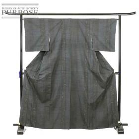 真綿紬 灰色 亀甲 絣 生紬 シンプル 上品 カジュアル 正絹 着物 きもの 和装 リサイクル レディース