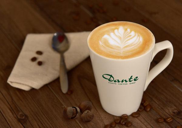 採用100%阿拉比卡咖啡豆,以高品質鮮奶為基底,咖啡中融著奶香,再淋上榛果漿調味,香氣馥郁。