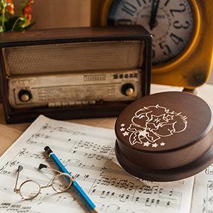 生日驚喜 情人節禮物,客製木雕音樂盒來囉!12星座圖案,還能客製刻字,記得備註唷!值得紀念的禮物