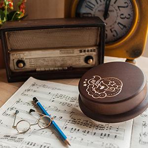生日禮物 情人節禮物,客製木雕音樂盒來囉!12星座圖案,還能客製刻字,記得備註唷!值得紀念的禮物