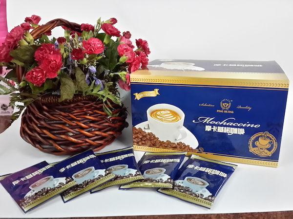 四合一摩卡奇諾咖啡,巧克力味柔滑順口。n訂購超過2盒,請注意品名,另由(限定 貨運/宅配)品項訂購。