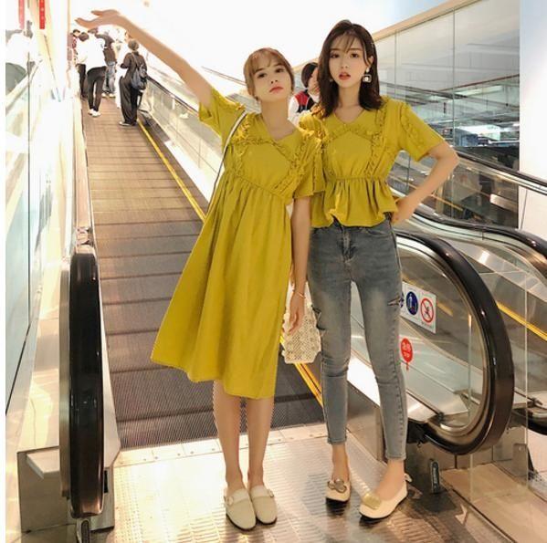VK精品服飾 韓系閨蜜裝木耳邊時尚短袖上衣