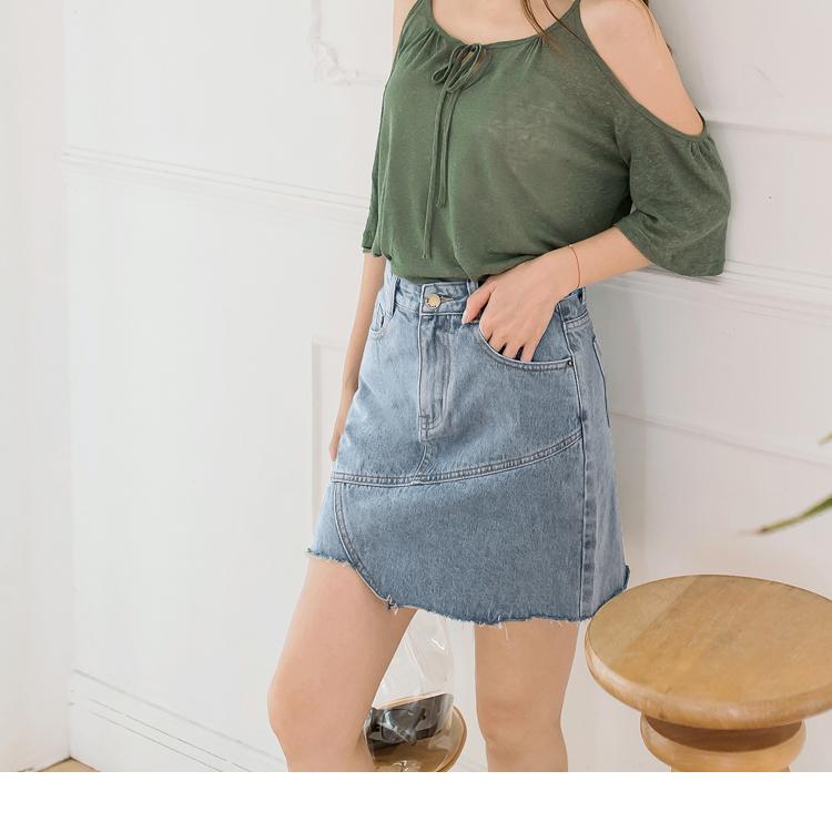 裙襬不規則的造型配上抽鬚設計, A字裙的造型版型剪裁能夠修飾身形, 讓整體腿部比例視覺更鮮細! 簡單搭配讓你穿出歐美率性時尚風格~ ************** 小提醒: 深色衣物建議單獨洗滌,以翻面