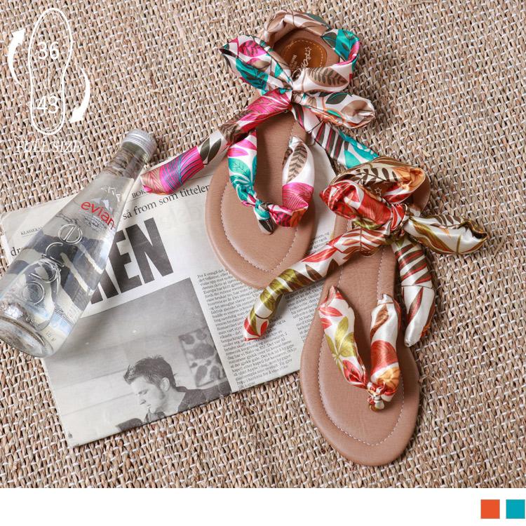 <產品規格> 正常版型 建議依照平常穿著的尺碼購買 鞋碼:36-43碼 鞋底高皆為0.8公分 緞帶的設計,讓鞋款更別具特色與質感; 柔軟的鞋面,提升穿著舒適度; 鞋底有做凹凸設計,加強防滑與安全性。
