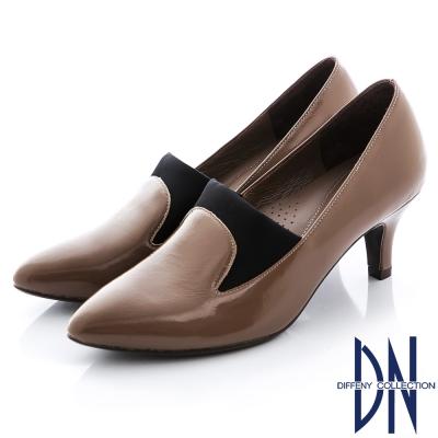 DN 性感迷人 MIT真皮俐落剪裁粗跟踝靴 卡其