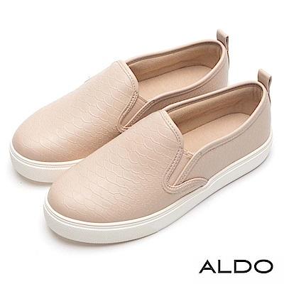 鞋翼兩側彈性鬆緊束縛OUT!tttt2.6CM厚底設計輕鬆拉提比例!tttt特色:休閒鞋/厚底/黑色
