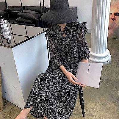 暢貨出清MOCO點點單邊荷葉領喇叭袖小收腰大擺裙雪紡洋裝