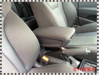 ╭°⊙瑞比⊙°╮現貨 Audi德國原廠 A1 8X Coupe Sportback 皮面 布面 中扶手 中央扶手總成